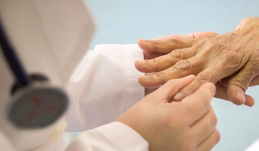 ¿A quién debo acudir reumatólogo o traumatólogo?