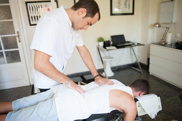 Problemas de espalda, insomnio, estrés… ¡Prueba la quiropráctica!
